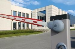 Устройство автоматического шлагбаума отличается от механического наличием силового механизма, в основе которого электронный блок управления.