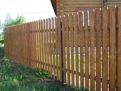 Недорогой деревянный забор