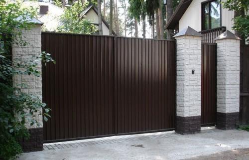 Распашные воротоа из профнастила