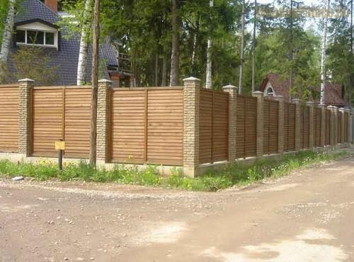 Забор может выполнять разные функции: защитные, ограждающие, декоративные.