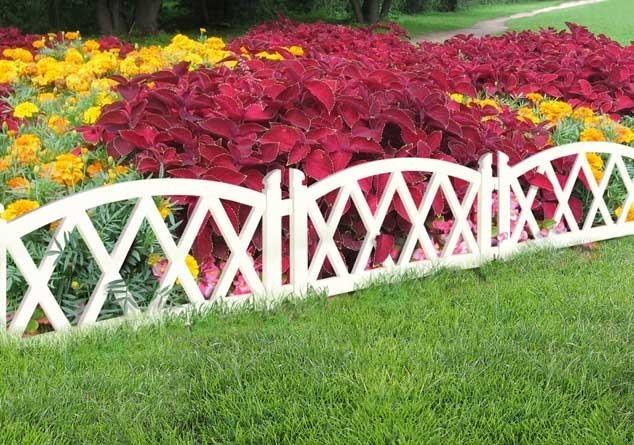 Как сделать ограду для цветника своими руками?