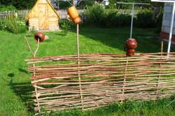 Плетеный заборчик