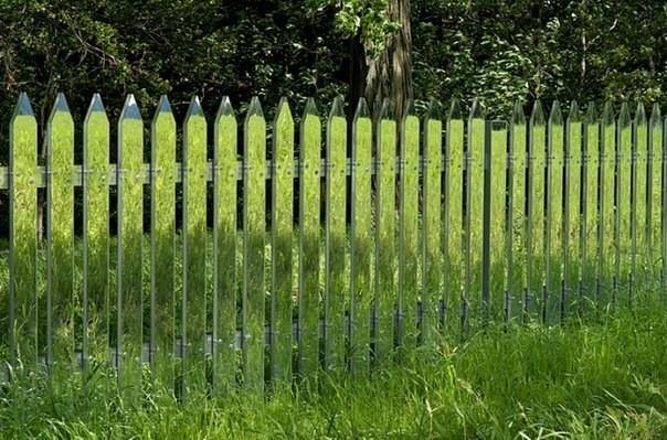 Оригинальный зеркальный забор