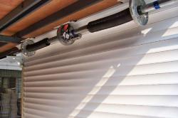 Автоматические рулонные ворота для гаража обеспечивают надежную защиту имущества и предоставляют возможность комфортного управления.