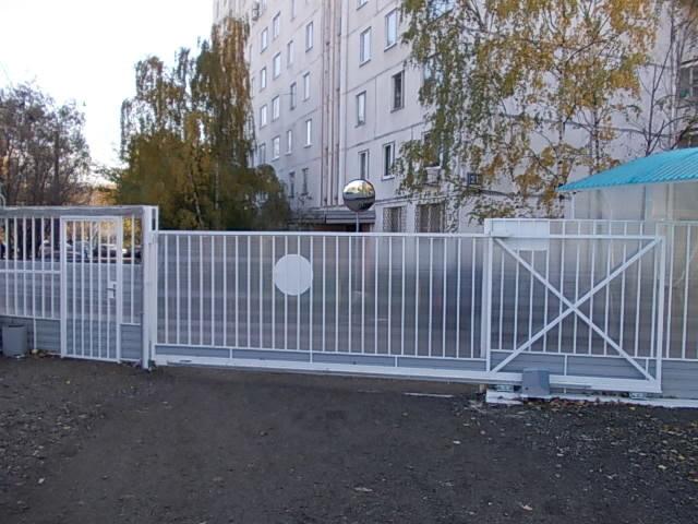 Механические ворота по рельсу