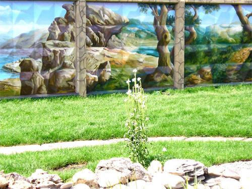 Пример художественной росписи на заборе