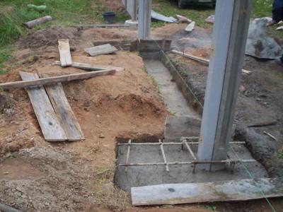 Как бетонировать опоры для заборов?