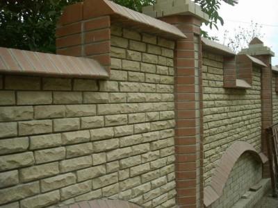Кирпичный забор. Строительство