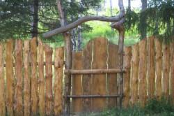Оригинальный забор из горбыля
