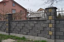 Забор облицованный искуственным камнем