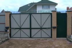 Вариант распашных гаражных ворот