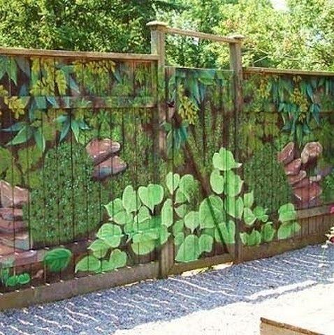 Разрисованный деревянный забор