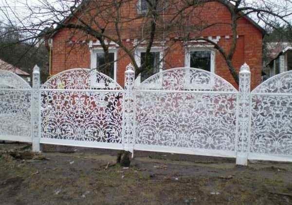 Резной металлический забор