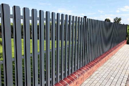 металлический забор: покраска и грунтовка