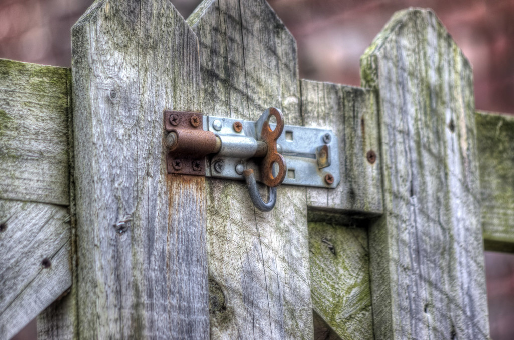 Как сделать запор для ворот?