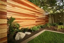 Современный дизайн деревянного забора