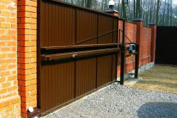 Самыми удачными считаются консольные откатные ворота.