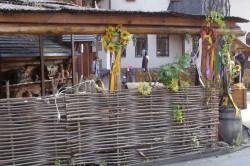 Плетеный забор на даче