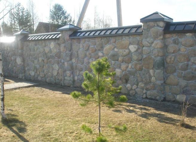 Забор из камня