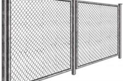 Практика показала, что оптимальное расстояние между столбами в заборе из рабицы составляет 2,5м.