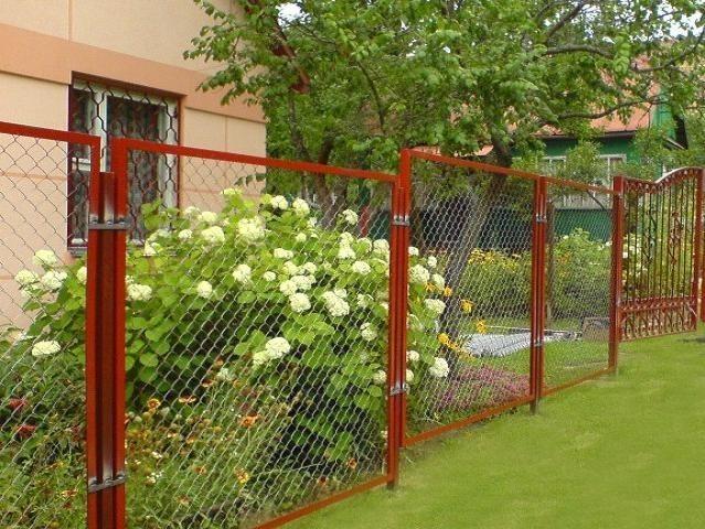 Строим забор из сетки рабицы самостоятельно