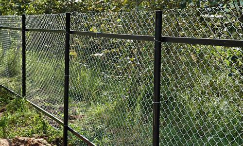 забор из сварной оцинкованной сетки своими руками