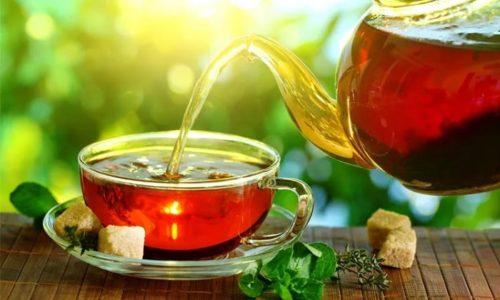 Помимо 2 литров чистой воды, в ежедневное меню диеты рекомендуется включать травяные настои и чаи с мочегонным и противомикробным действием