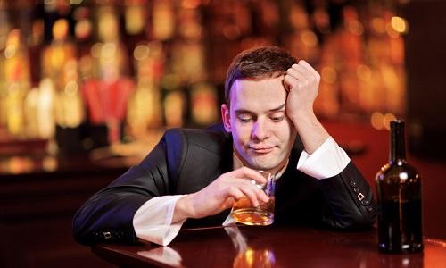 Употребление алкоголя очень вредно и опасно для поджелудочной железы