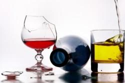 Злоупотребление алкоголем - одна из причин рвоты кофейной гущей