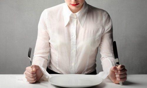 В первые дни обострения паренхиматозного панкреатита пациенту назначают лечебное голодание