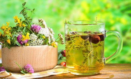 При лечении народными средствами применяются травяные настои: ромашка, зверобой, календула и др