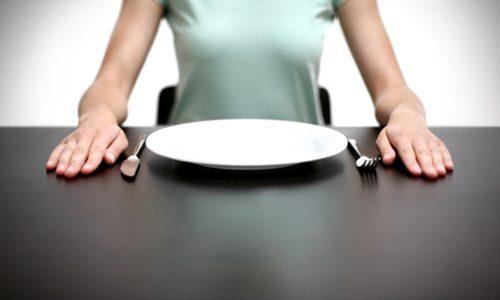Острый панкреатит у пациента требует полного отказа от еды на 1-2 дня
