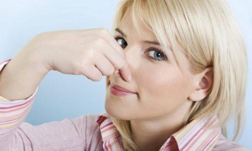 При развитии патологического процесса у больных появляется неприятный запах