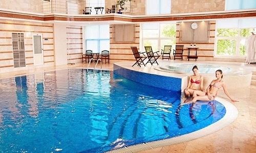 Пациенты, столкнувшиеся с заболеваниями мочевого пузыря, интересуются у лечащих врачей, можно ли купаться в бассейне