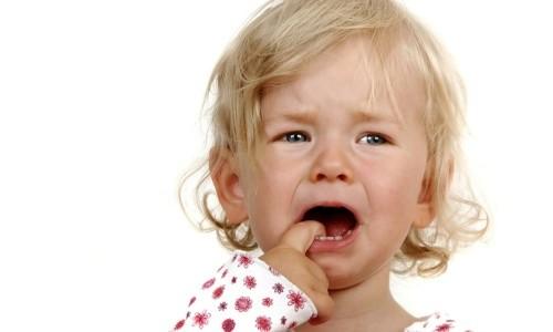 Проблема появления шишки на десне у ребенка