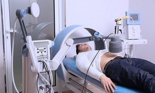 Физиотерапевтические процедуры назначают после устранения острого воспалительного процесса. Например, это может быть магнитотерапия