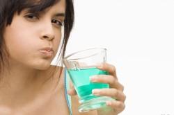 Полоскание рта для снятия боли