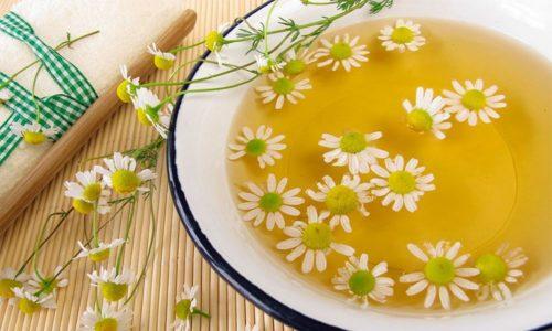 Медикаментозную терапию при цистите сочетают с применением сидячих ванночек с отварами ромашки